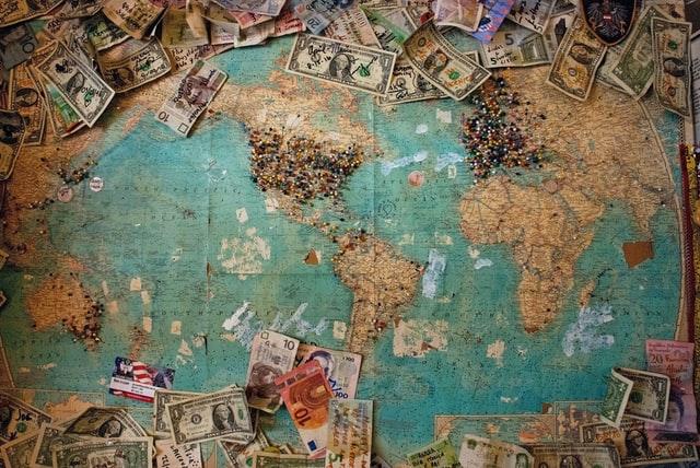 ① 年の途中で海外転出する人は、出国前に「準確定申告」が必要